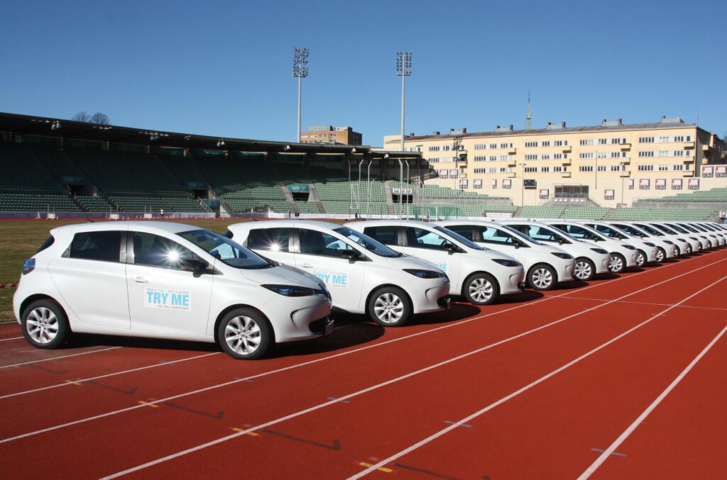 <b>ØKTE SALGSTALL:</b> Er du ikke fornøyd med Renault Zoe - for øvrig en høyst brukbar elbil med anstendig rekkevidde, kan du levere den tilbake inntil 30 dager etter anskaffelsen. Renault håper selvsagt kampanjen vil øke salgstallene. Her fra lanseringen på Bislett Stadion tidligere i år. Foto: KNUT MOBERG