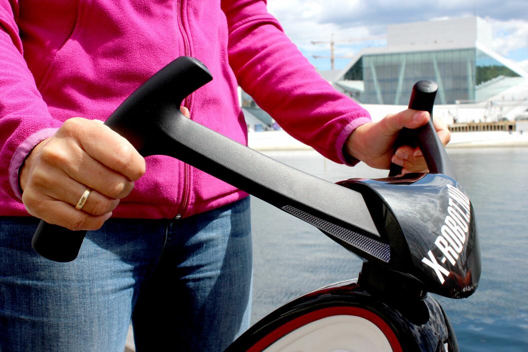 <strong><b>STYR SOM EN SYKKEL:</strong></b> Her styrer du ved å svinge på rattet, som på en sykkel. Foto: OLE PETTER BAUGERØD STOKKE