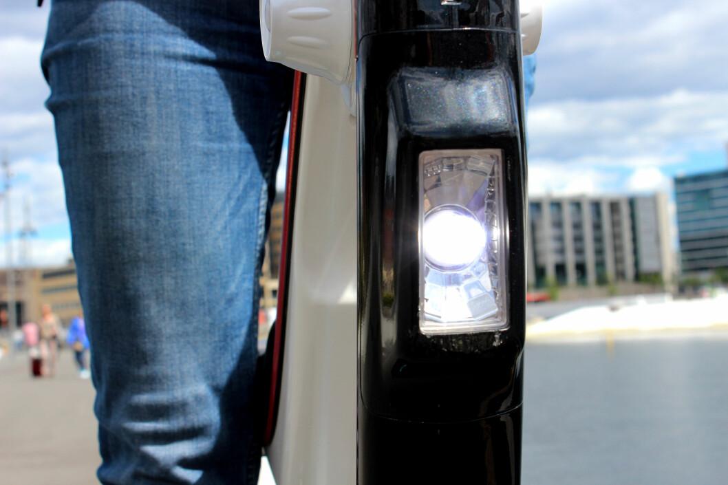 <strong><b>LYS:</strong></b> Loven krever lys både foran og bak, i tillegg til signalhorn eller ringeklokke. Importøren opplyser at alle ståhjulingene vil bli utstyrt med forskriftsmessig lys og ringeklokke, før levering. Foto: OLE PETTER BAUGERØD STOKKE