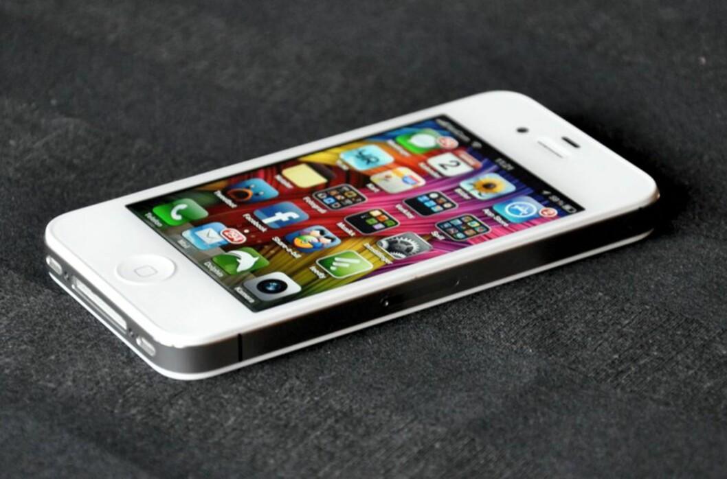 <strong><strong>TILBAKEKALLING:</strong></strong> Har du kjøpt en iPhone 3GS, 4 eller 4s har du trolig en lader Apple nå vil bytte ut med en ny. Foto: PÅL JOAKIM OLSEN