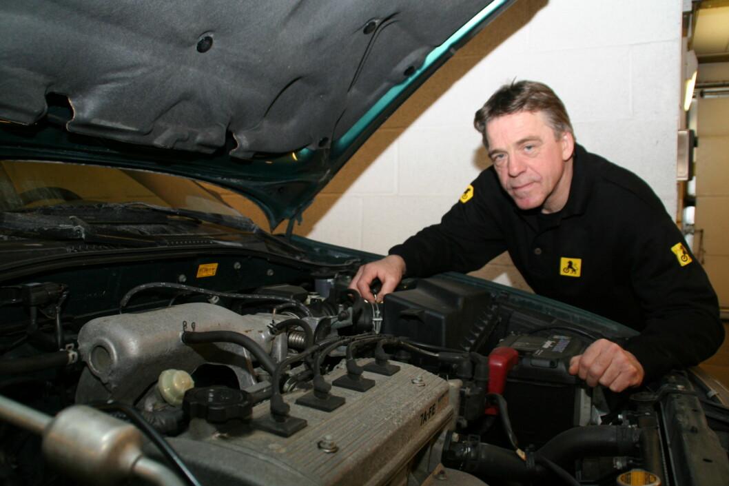 <strong><b>SJEKK SELV:</strong></b> Selv om du er uerfaren, er det ingen unnskyldning for ikke å sjekke bruktbilen grundig før kjøp. Her er NAFs Jan Ivar Engebretsens råd. Foto: NAF