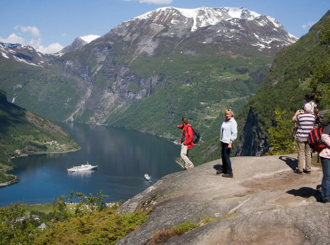 Ørnesvingen med spektakulær utsikt over Geirangerfjorden.  Foto: ALLOVER