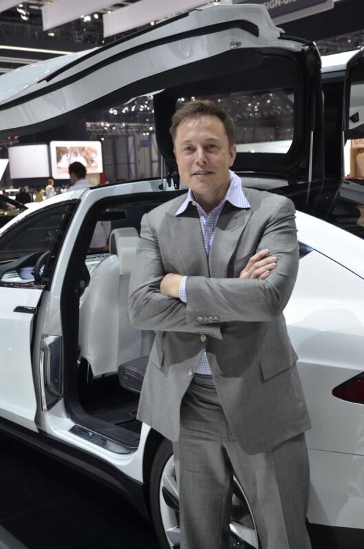 <strong><b>HØYSPENT:</strong></b> Tesla-sjefen Elon Musk tåler et stort tap. Nå satser han også på to nye  batterifabrikker sammen med Panasonic for å få fart på produksjonen.  Foto: STEIN INGE STØLEN
