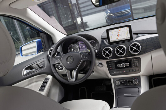 <strong><b>LITE NYTT:</strong></b> Alle som kjører forhjulsdrevne Mercedeser vil kjenne seg igjen i B-klasse Electric Drive.  Foto: MERCEDES_BENZ