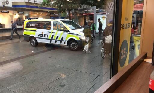 PATRULJE: Da politiet ankom forsvant alle som kjøpte eller solgte piller og narkotika fra Brugata. Foto: Øistein Norum Monsen / Dagbladet