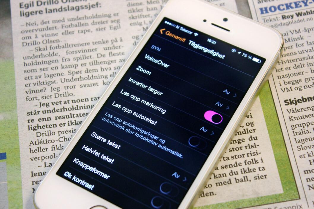 <strong>LESBAR:</strong> Hvis du sliter med å lese på iPhone-skjermen, finnes det flere måter å gjøre den mer lesbar på. Foto: KIRSTI ØSTVANG
