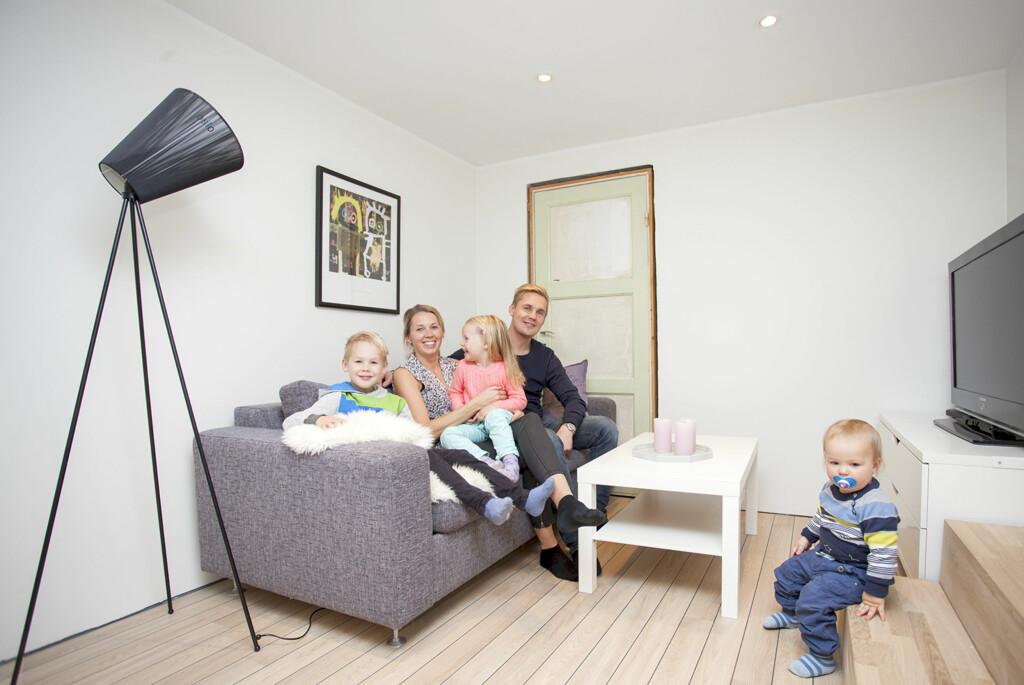 <b>MYE Å SPARE:</b> Familien Carlsen angrer ikke på at de gikk fra halogen til LED.  Foto: NORTRONIC