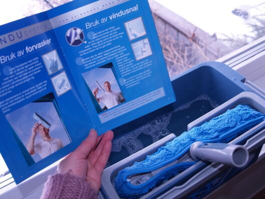 Jif Vindusystem forklarer nøye hvordan man skal vaske med de medfølgende produktene. Foto: Berit B. Njarga