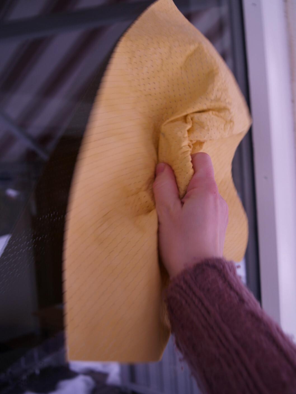 Pusseskinn gir blankere vinduer. Foto: Berit B. Njarga