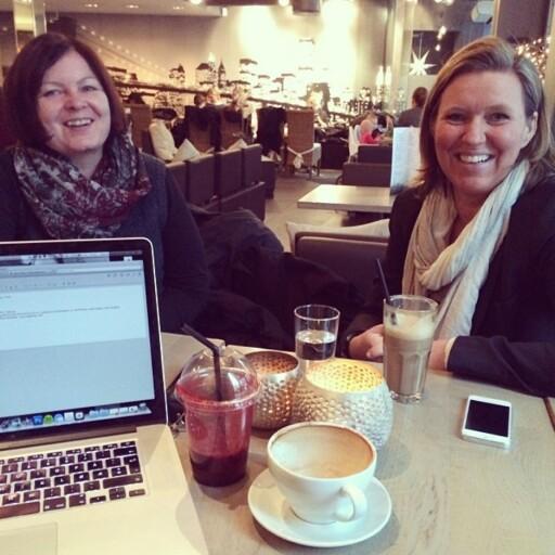 FUNKER BRA: Cecilie Cottis Østreng og Mia Kolbeinsen i Bymiljøetaten i Oslo setter pris på kafémøtene.  Foto: Astrid Valen-Utvik