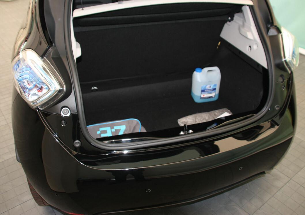 <strong><b>BRA BAGASJEPLASS:</strong></b> 338 liter er godt over normalen for en småbil og nærmere klassen over. Foto: KNUT MOBERG
