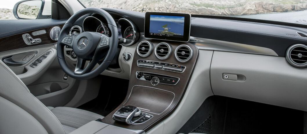 <strong><b>DELIKAT:</strong></b> Innvendig har det skjedd store endringer i forhold til utgående modell.  Foto: Mercedes-Benz