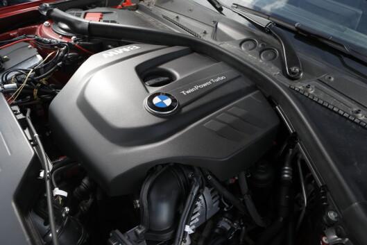<strong><b>Tresylindret:</strong></b> Her sitter den tresylindrede motoren i en BMW 1-serie.  Foto: Knut Moberg