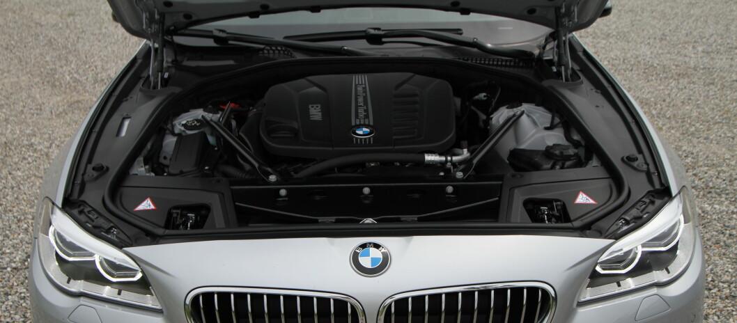 <strong><b>BLIR MINDRE:</strong></b> Nesten halvparten av dette skal bort når BMW slipper en 3-sylindret motor ned i nye 5-serien.  Foto: Fred Magne Skillebæk