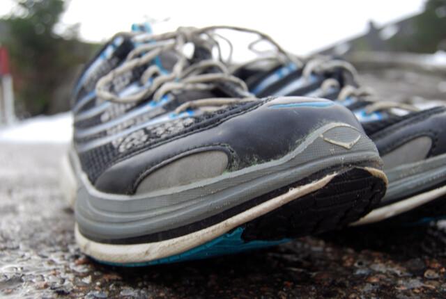 6e008408 RULLESÅLE: Hokaene har en såle som skal gi en naturlig rullebevegelse fra  foten din tar