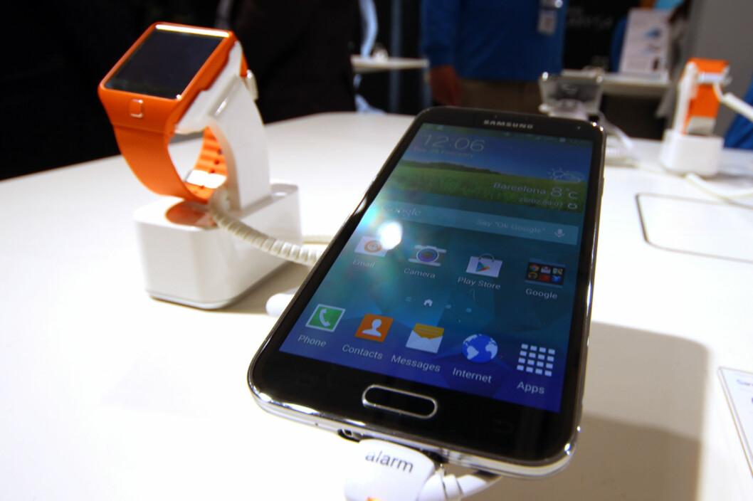 <strong>DEN STORE STJERNA:</strong> Samsungs nye mobil og smartklokke var noe av det som fikk mest oppmerksomhet på årets Mobile World Congress, men det var andre selskaper som gjorde seg bemerka også. Foto: KIRSTI ØSTVANG