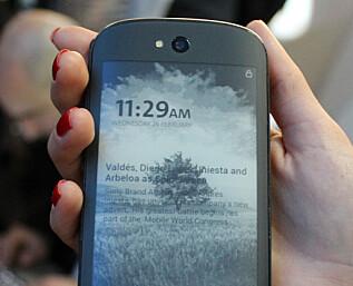 YotaPhone 2 har to berøringsskjermer