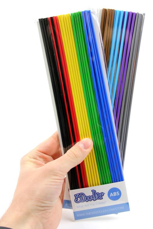 <strong><b>MANGE TYPER:</strong> </b>Du har ikke bare mange farger å velge mellom til 3Doodler, men også ABS- eller PLA-plast.  Foto: OLE PETTER BAUGERØD STOKKE