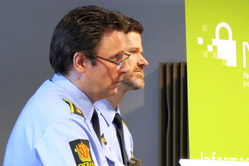 FORSØKER Å BEKJEMPE: Politioverbetjent Anders Beck og Håvard Nordbø ved Politidirektoratet er to av de som jobber mest med ID-tyverier i det norske politiet. Foto: OLE PETTER BAUGERØD STOKKE