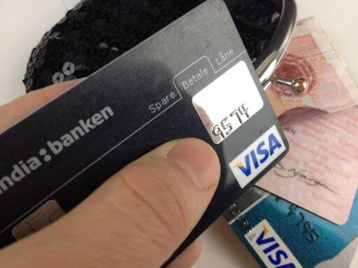 SPERR: Sørg for at ID-tyver ikke får opprettet nye kredittkort, og at de ikke kan misbruke de du allerede har.  Foto: BERIT B. NJARGA