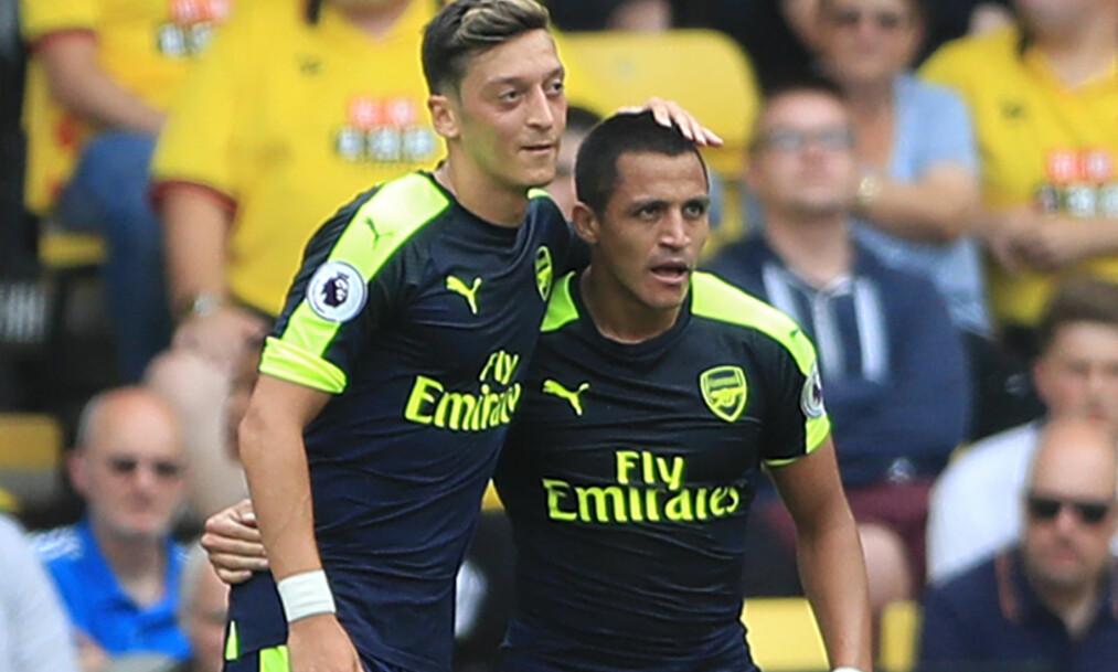 <strong>STORSPILL:</strong> Alexis Sanchez (t.h.) var involvert i det meste og scoret ett mål. Her er han med Mesut Özil. Foto: NTB Scanpix