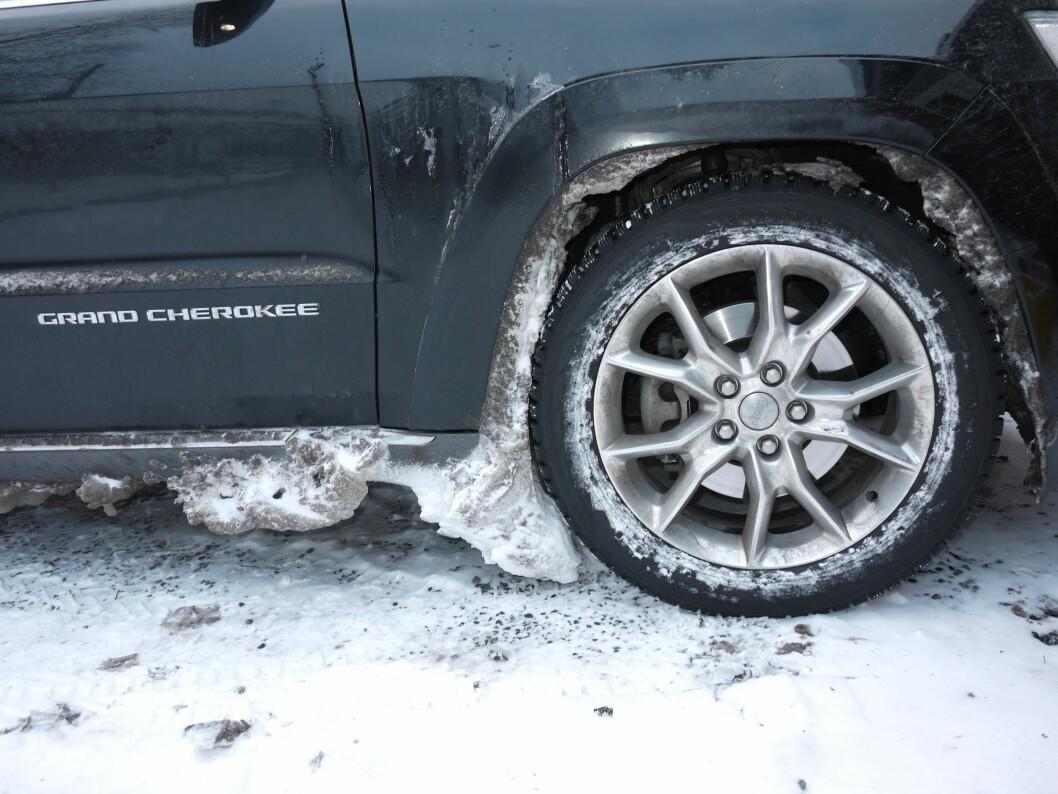 Dette er en bil som tåler litt snø og is rundt hjulene.  Foto: Lord Arnstein Landsem