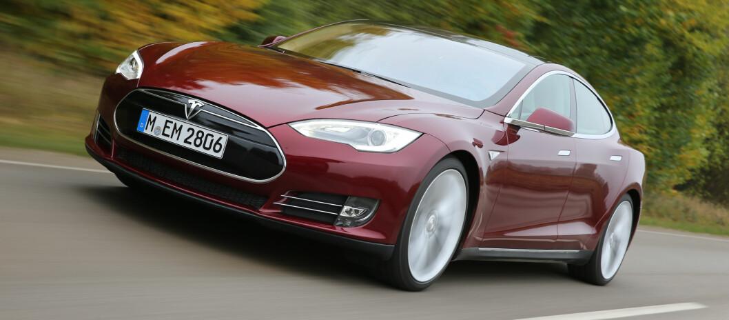 Tesla imponerte mest i året som gikk, med 1.986 solgte biler. Bare tre av disse var Roadster, resten var Model S.   Foto: TESLA