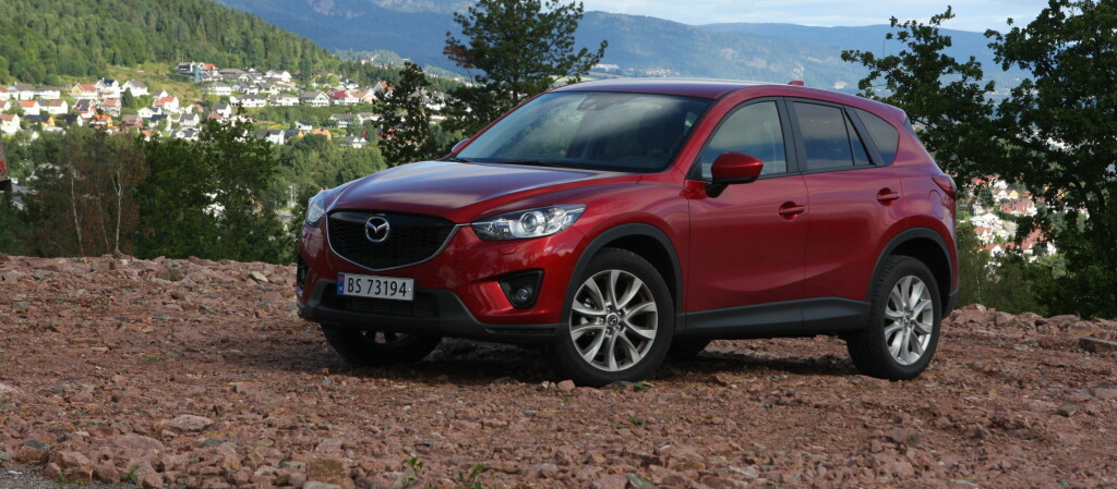 <B>NORSK FAVORITT:</B> Mazda CX-5 er blitt nordmenns SUV-favoritt, og toppmodellen har nå blitt enda sprekere. Det er en oppgradering som kler bilen godt. Foto: Knut Arne Marcussen