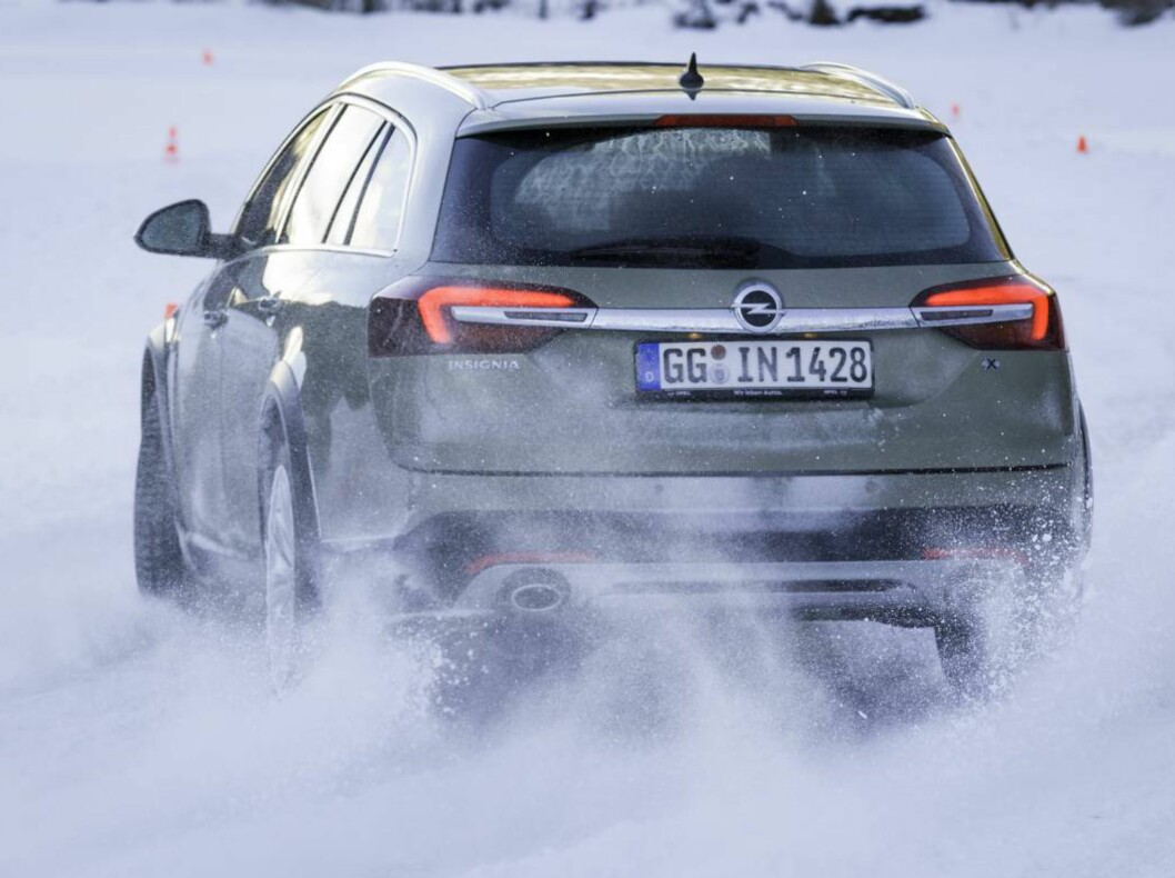 "Opel satser på firehjulsdrift med nye Insignia Country Tourer. Her tester vi den på typisk ""norsk"" vinterføre. Foto: KNUT ARNE MARCUSSEN"
