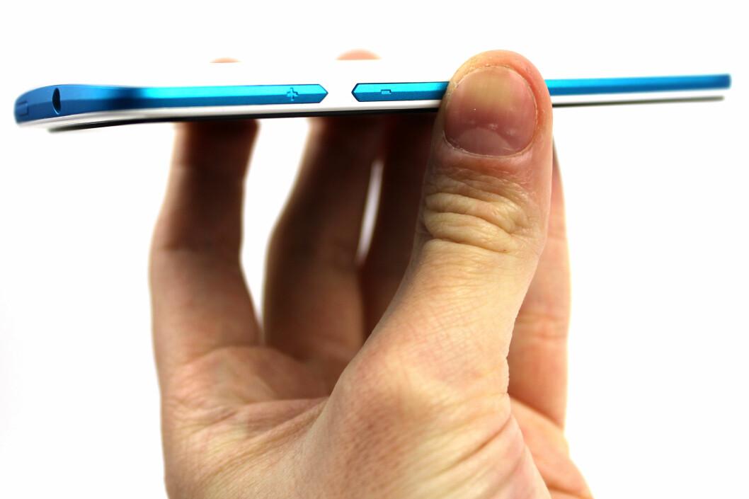 <strong>GOD PAKKE:</strong> HTC Desire 500 er ikke en telefon for deg som vil ha det beste. Men skal du ha en billig Android-mobil, finnes det knapt bedre.  Foto: Ole Petter Baugerød Stokke