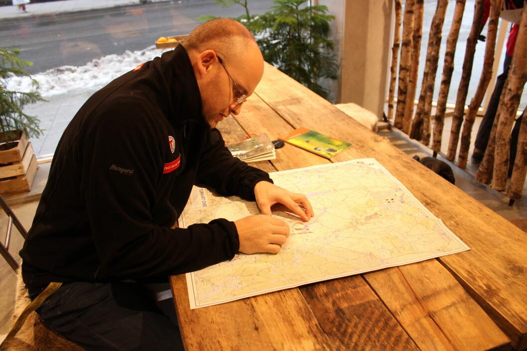 <strong><strong>ENGASJERT:</strong></strong> DNTs mann ivrer for at flere skal lære seg kart og kompass.  Foto: Thomas Strzelecki