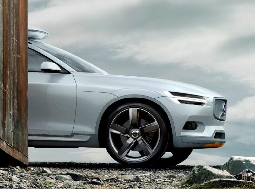 Her titter den nye Volvo-modellen frem - dessverre er dette i denne omgang bare en såkalt teaser fra den Göteborg-baserte bilprodusenten. Volvo Concept XC Coupé forhåndsviser en kommende XC-modell. Den skal vises på bilutstillingen i Detroit i januar. Foto: Volvo