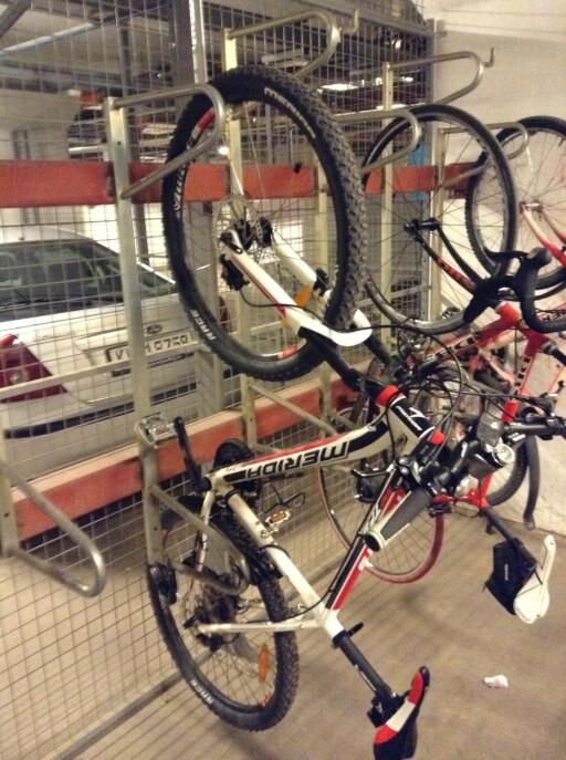 ENDELIG FREMME!: I kjelleren på jobben står sykkelen trygt.  Foto: Thomas Strzelecki