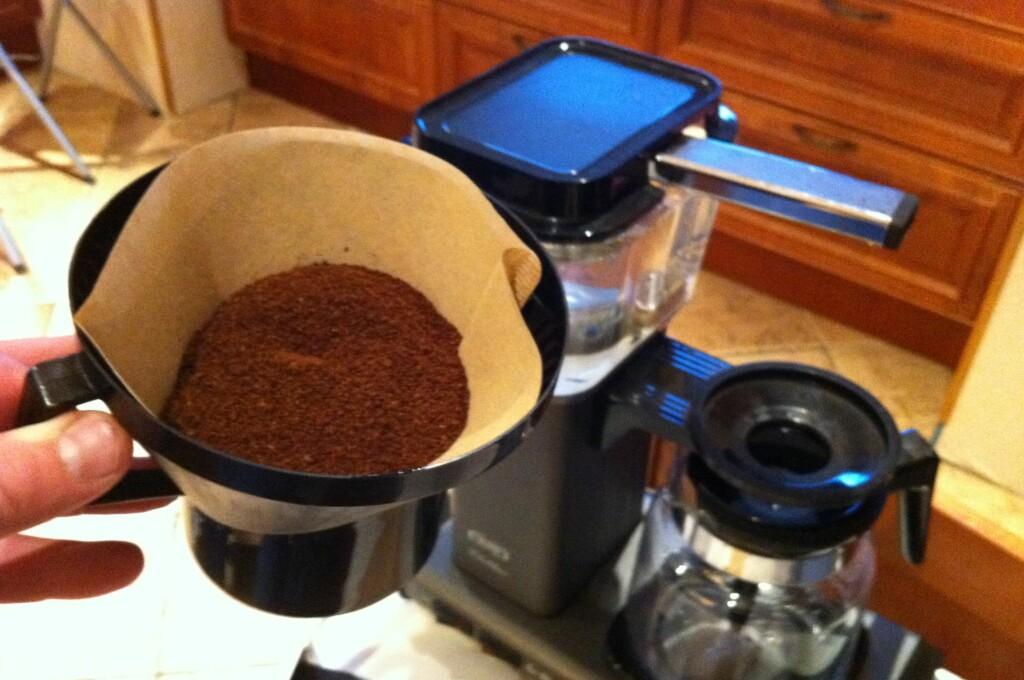 Kaffefilter kan brukes til langt mer enn kaffe. Og om du følger smaksrådet å bytte ut brune kaffefilter med hvite, har du her ti smarte ting du kan gjøre med de filterne som er til overs.  Foto: Øyvind Paulsen