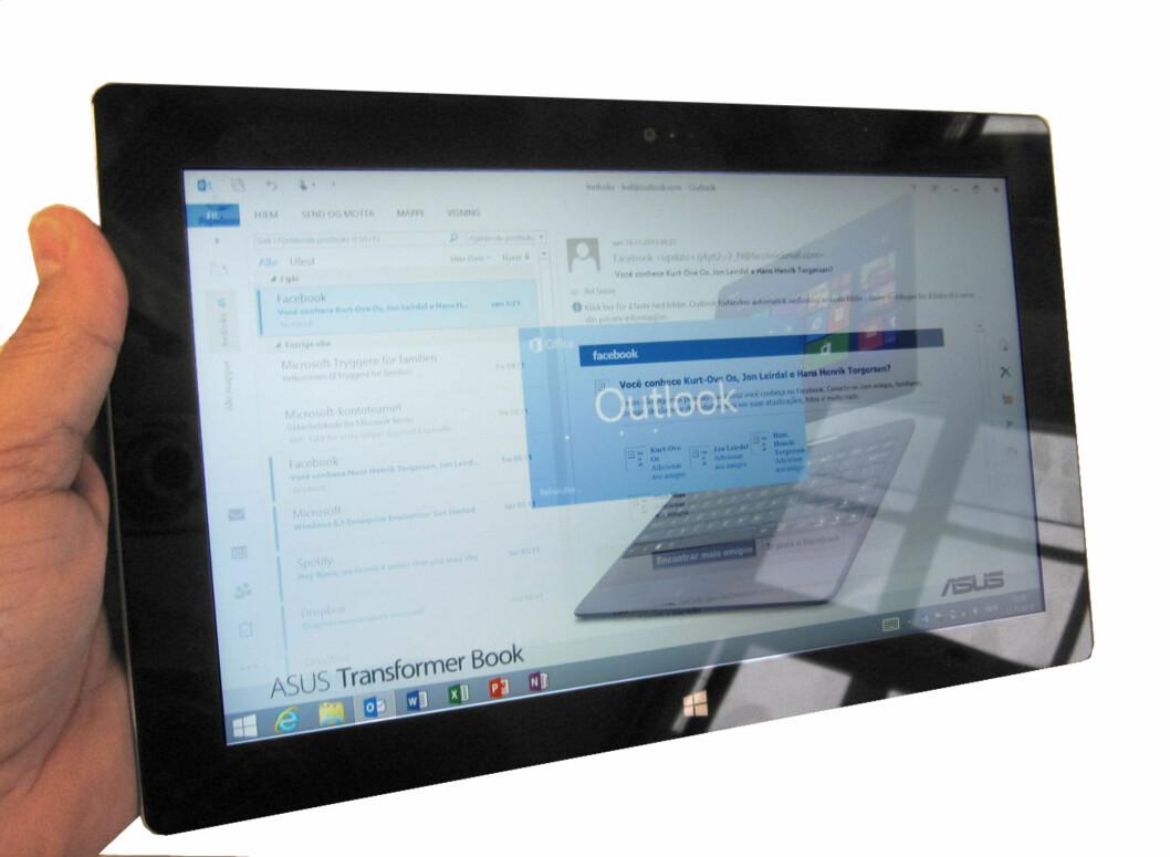 Skrivebordet lurer alltid i bakgrunnen, og Office-pakka er ikke optimalisert for berøringsskjermer.