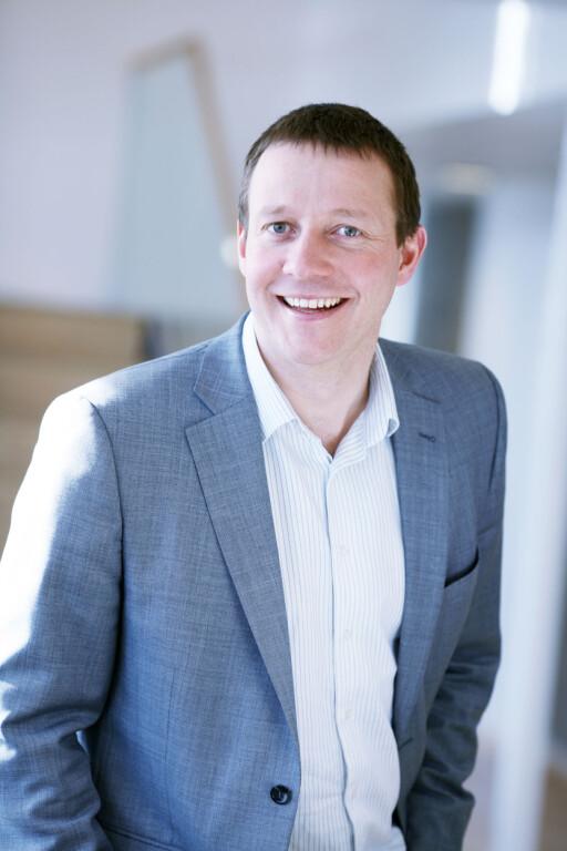 GLAD: Direktør for samsunnspolitikk Harald Jachwitz Andersen i Virke er en av dem som applauderer at de blåblå ikke hever 200-kronersgrensen.  Foto: VIRKE