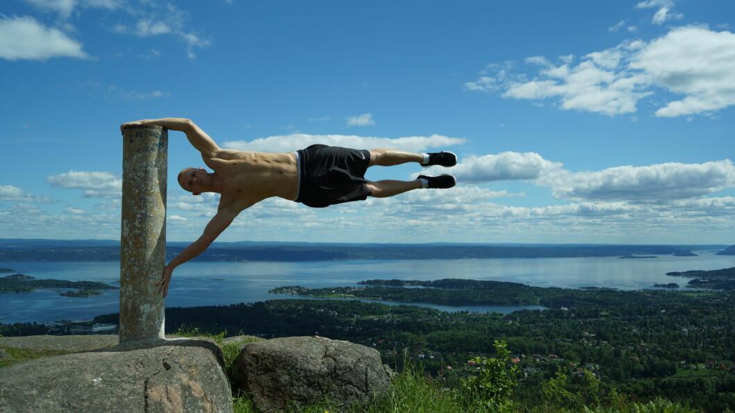 <strong><strong>HUMAN FLAG:</strong></strong> En øvelse som krever muskler.  Foto: Tufteparken.no