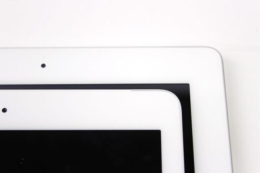 """Dette bildet viser hvor mye smalere kanten på sidene av skjermen til iPad Air i forhold til ipad 4. Men du kan også skimte frontkameraet - den svarte """"prikken"""". Foto: KIRSTI ØSTVANG"""