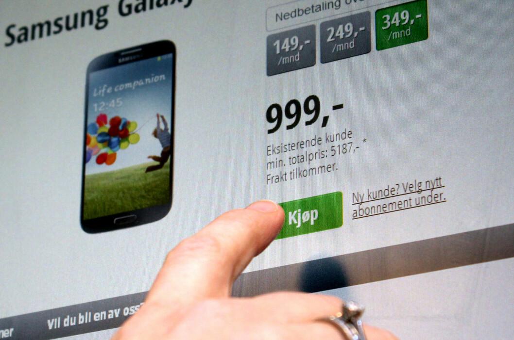"""<strong>IKKE BILLIG:</strong> 999 kroner for en Samsung Galaxy S4 høres for bra ut til å være sant, og det er det også. I virkeligheten er Chess sin pris langt dyrere enn i butikken, som her avsløres ved """"min. totalpris"""".  Foto: Ole Petter Baugerød Stokke"""