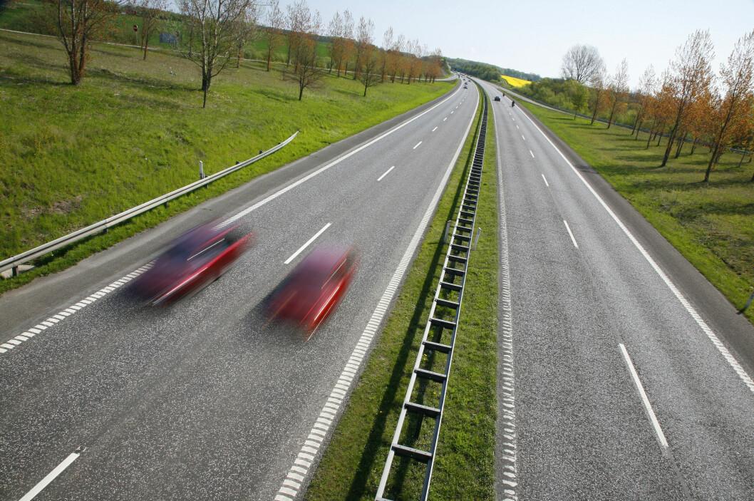 Nå skal også mindre trafikkerte veier kunne få midtrekkverk. Foto: COLOURBOX