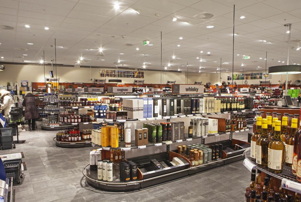 Høyre-FrP-regjeringen åpner for lengre åpningstider på polet, på lik linje med dagens regler for ølsalg i butikk. Foto: ELLEN J. JARLI / VINMONOPOLET
