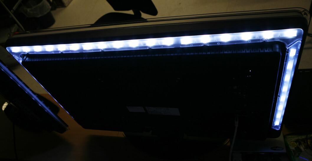 3-sidig Ambilight på en 2008-modell. Dagens LED-dioder tar langt mindre plass, men lyser enda bedre. Foto: Øyvind Paulsen