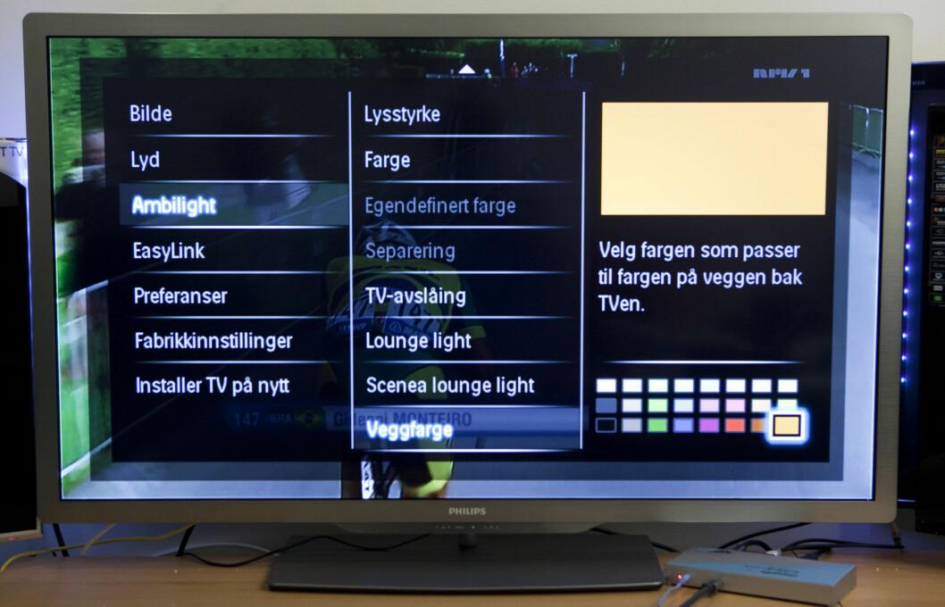 For at TV-en skal klare å gjengi riktige farger må den vite hvilken farge du har på veggen.  Foto: Per Ervland