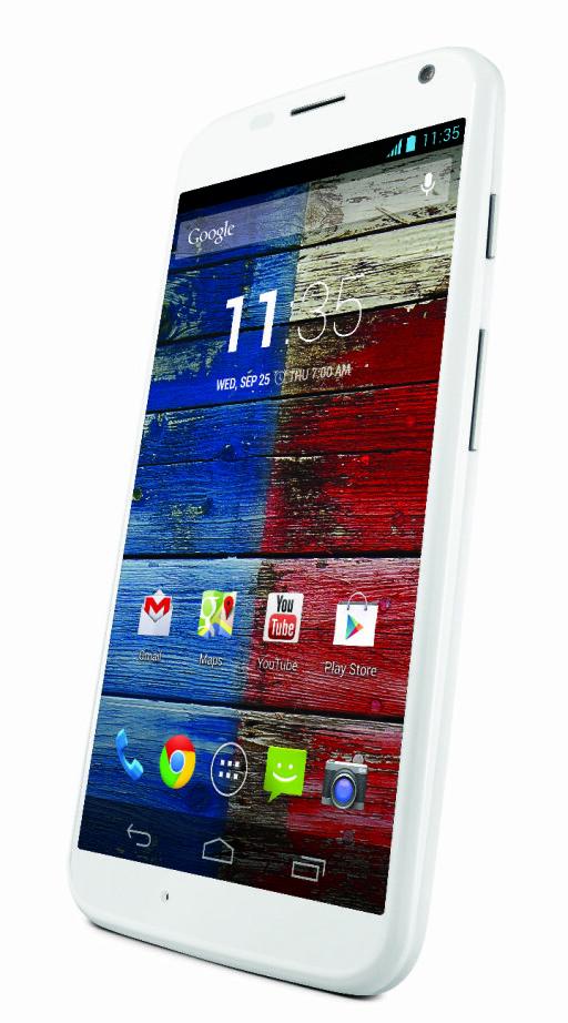 """DESIGN: Telefonen har en 4,7"""" skjerm og kommer i et robust plastmateriale."""