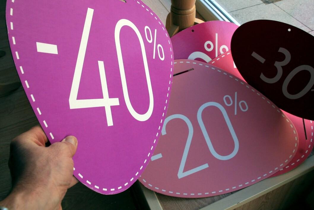 <strong>SALG ELLER LØGN:</strong> Butikkene finner foran augustsalget frem sine største skilt, og reklamerer med prosenter og avslag. Men vær klar over det ikke er gull alt som glimrer.  Foto: Colourbox.com