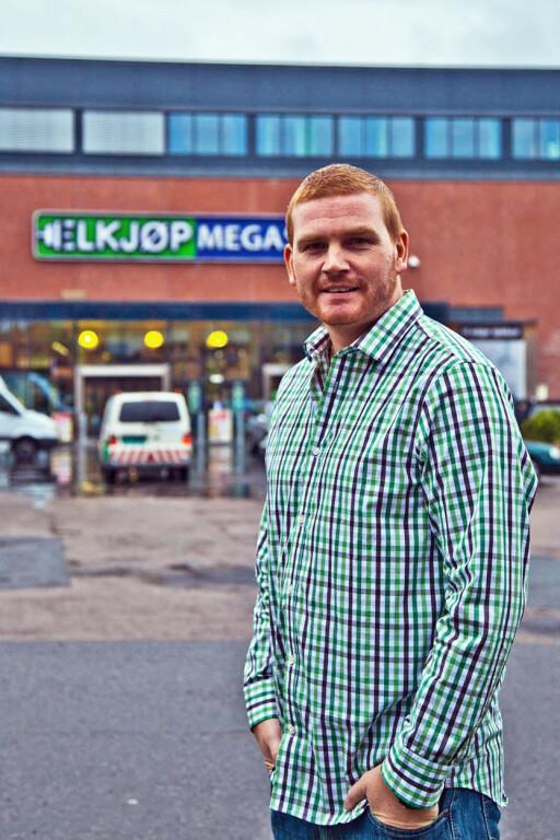 MANGE ÅRSAKER: Kommunikasjonssjef Øystein Schmidt i Elkjøp tror ikke bruk og kast er den eneste grunnen til færre reklamasjoner.  Foto: ELKJØP