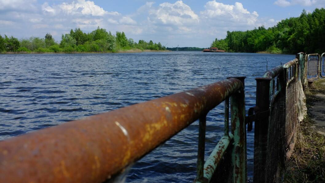 Denne digre dammen ble laget for nedkjølingen av atomreaktorene.  Foto: Ole Petter Baugerød Stokke
