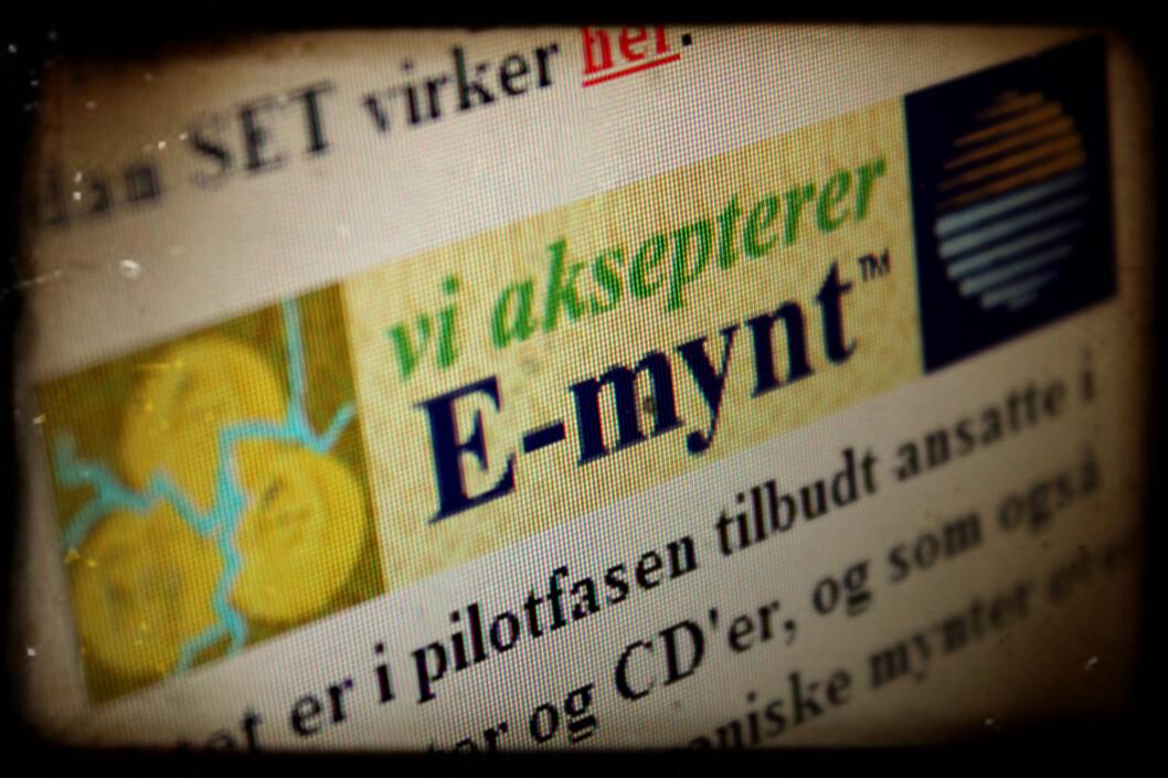 <strong>GAMLE DAGER:</strong> I 1997 forsøkte DNB å få E-mynt til å bli nordmenns netthandel-løsning. Slike skilt skulle pryde nettbutikkene som støttet valutaen.  Foto: Ole Petter Baugerød Stokke
