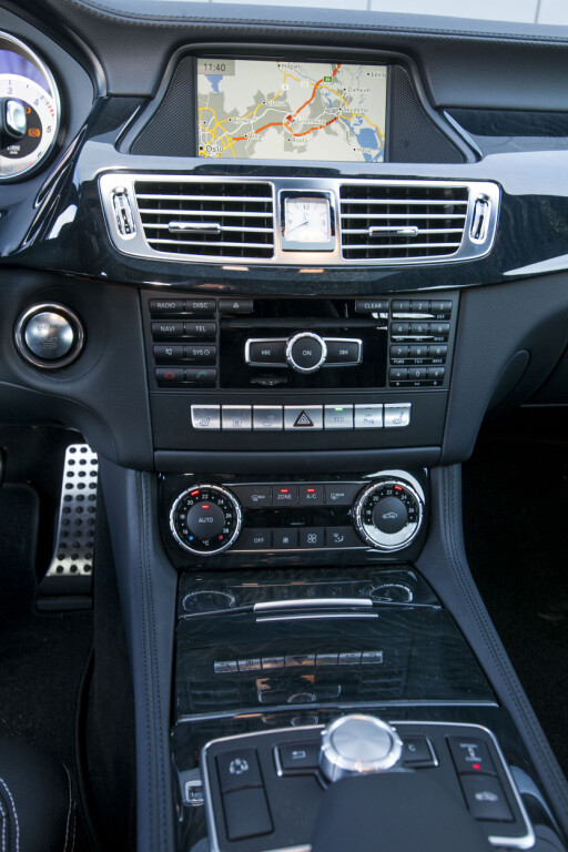 Premium-konsoll: CLS Shooting Brake byr på det samme som sin sedan-bror i interiøret. Foto: Per Ervland