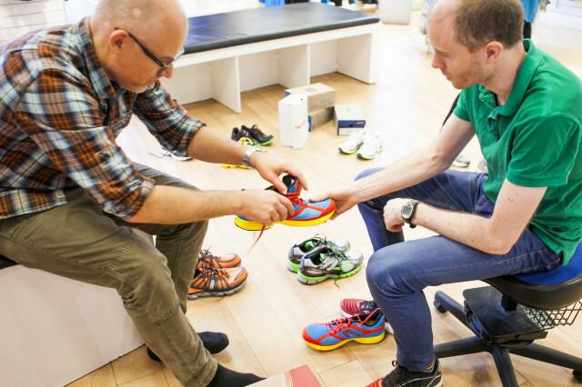 209aa5b9 Hvilken sko skal du velge? Vi har gjennomført løpestegsanalyser hos fem  sportsbutikker, her har